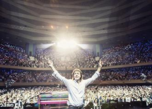 Sir Paul McCartney performs Beatles song for first time