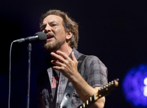 Pearl Jam 'Rescheduling' London Show After Eddie Vedder Loses Voice