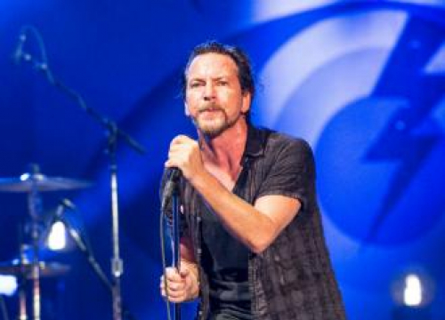 Pearl Jam Axe London Gig As Eddie Vedder 'Completely Loses' His Voice