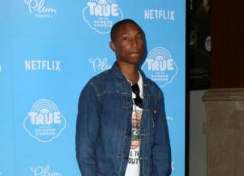 Pharrell Williams - Pharrell Williams Kneels At Concert For Charlottesville
