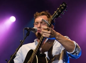 """American Idol"" Alum Phillip Phillips Breaks Conventions with Petition Against Oppresisve Contract"