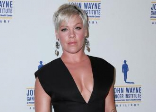Pink defends weight gain