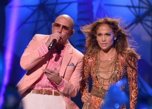 Pitbull Heaps Praise On 'Sister' Jennifer Lopez