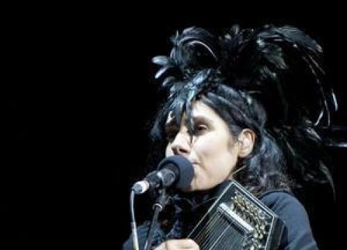 PJ Harvey To Record Her New Album In Public