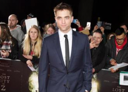 Robert Pattinson 'In Talks For Batman Role'
