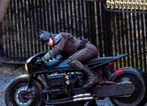 Robert Pattinson Was 'Drained Of Liquid' In Val Kilmer's Sweaty Batsuit