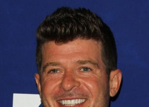 Robin Thicke Adopts Puppy With Girlfriend