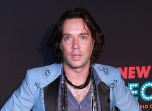 Critics Torn Over Rufus Wainwright's Performance Tribute To Shakespeare's Sonnets