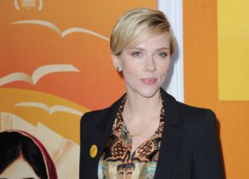Scarlett Johansson Organises Benefit Reading For Puerto Rico