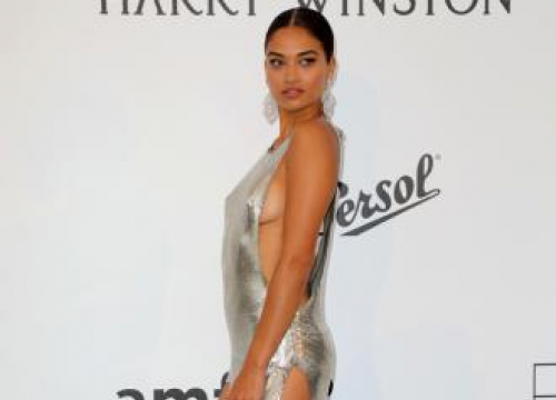 Shanina Shaik: I Struggle To Keep Up With Social Media