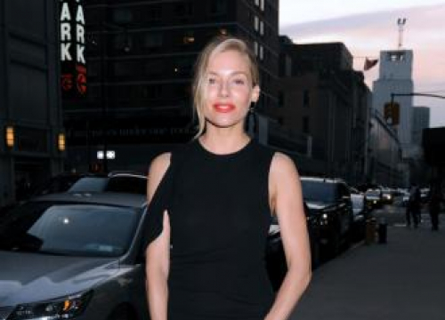 Sienna Miller 'A Mess' After Naked Photos Scandal