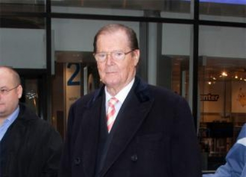 Sir Roger Moore wants former 007 actors for film