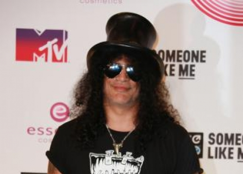 Slash says Grohl has spirit of rock 'n' roll