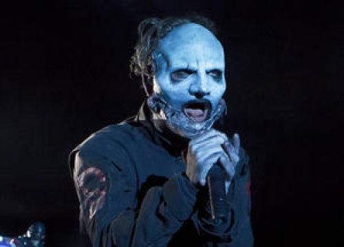 Injured Corey Taylor Falls Off Stage At Slipknot Gig