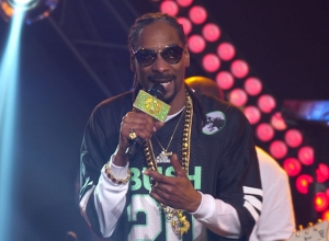 Snoop Dogg - So Many Pros With Pharrell Williams [Live] Video