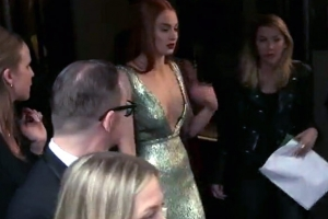 Sophie Turner And Hailee Steinfeld Go Metallic At The 2015 Met Gala - Part 3