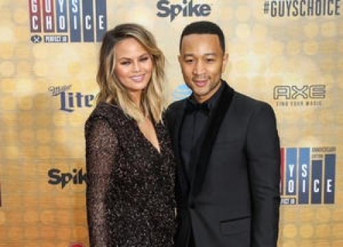 Olympic Gymnast Aly Raisman Offers To Train John Legend's Daughter