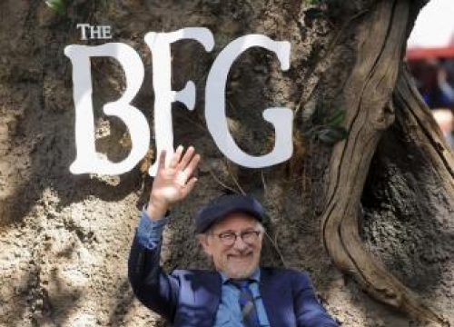 Steven Spielberg Tips Bfg's Ruby Barnhill To Be A Director