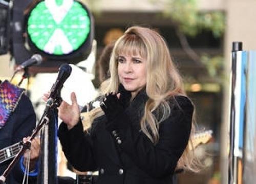 Stevie Nicks Dedicates Landslide To Adele