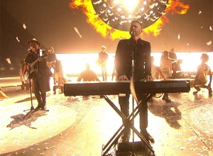 Take That - Let In The Sun (Live at The BRIT Awards 2015) Video