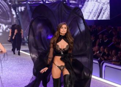 Taylor Hill Has 'No Rivalry' Between Her And Her Siblings