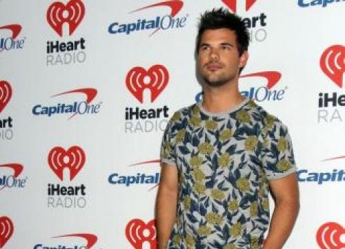 Taylor Lautner Mourns Dog's Death