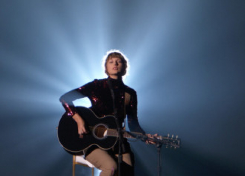 Taylor Swift's Gibson Guitar Set To Be Auctioned Off To Raise Funds For Covid-19 Relief