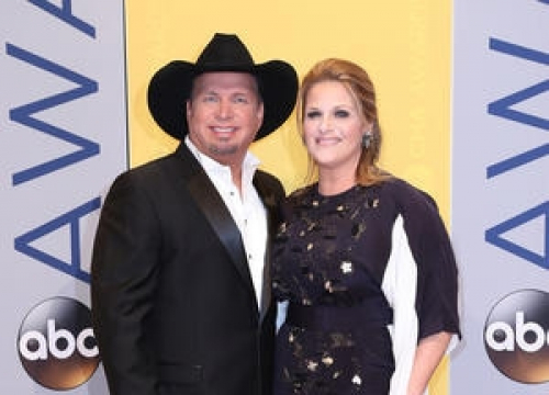 Garth Brooks Gifts Two Special Fans With New Cars