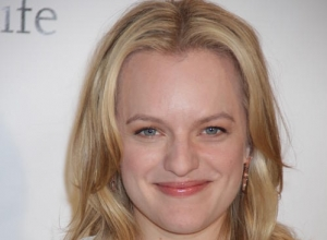 "Elisabeth Moss: Filming Peggy Olsons' 'Mad Men' Hallway Strut Was ""Not Cool At All"""