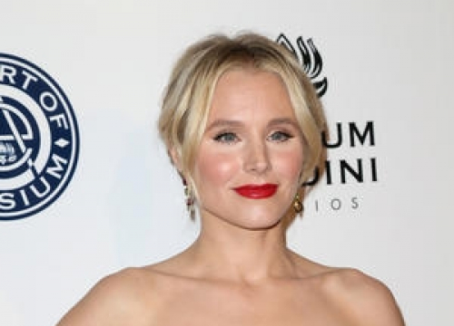 Kristen Bell Caught Out By Teleprompter Glitch At People's Choice Awards