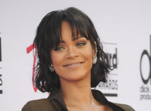 Rihanna Denies Rumours She's Feuding With Beyonce