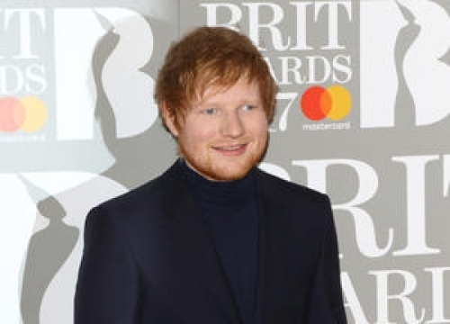 Chivalrous Ed Sheeran Goes Barefoot After Girlfriend's Shoe Disaster