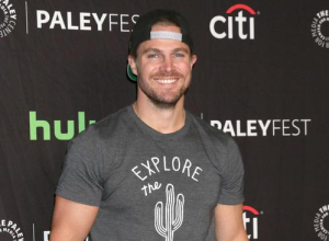 Stephen Amell Teases Surprise Cameo In 'Arrow' Season 5 Finale