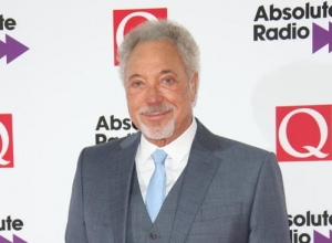 Sir Tom Jones Speaks Of 'Tough Few Months' After Losing Wife Linda