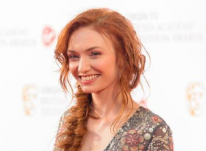 Eleanor Tomlinson Calls For 'Poldark' Pay Equality With Aidan Turner