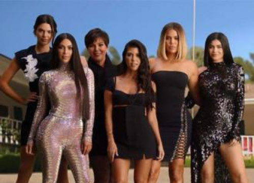 The Kardashians Recreate First Kuwtk Titles