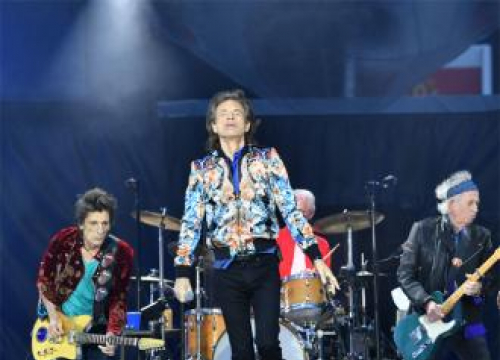 Mick Jagger Duets With James Bay At Rolling Stones Twickenham Show
