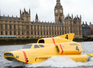 'Thunderbirds Are Go' Becomes All Too Real With Yellow Sub Thames Stunt [Photos]