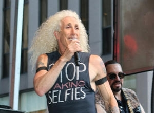 Dee Snider Urges Fans To Donate To Friends' Custody Battle