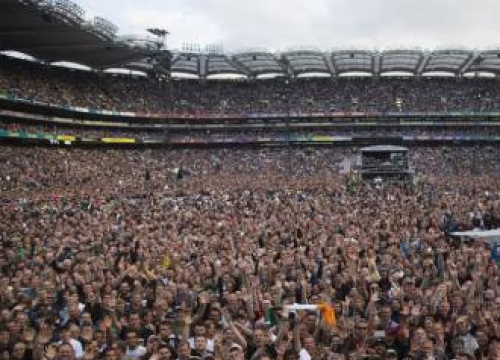 U2 Fan Stands Out In Crowd Post