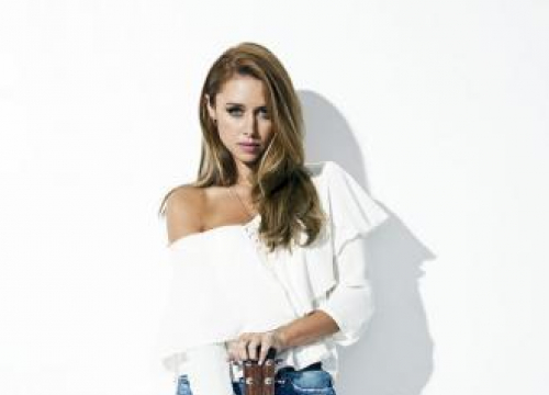 Una Healy's Solo Career Is A 'Blank Canvas'
