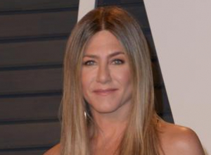 Jennifer Aniston Hints The Guys Are The Only Ones Holding Up A 'Friends' Reunion