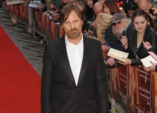 Viggo Mortensen To Make Directorial Debut With Falling