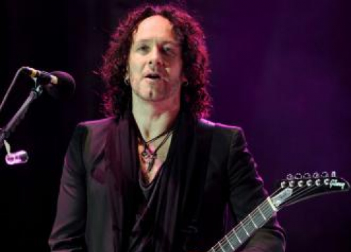Def Leppard's Vivian Campbell Has Spine Surgery