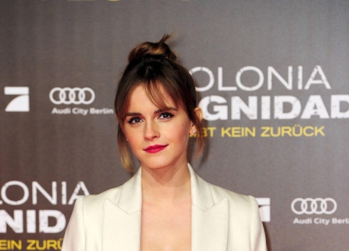 Emma Watson And Rachel Mcadams Donate Jeans For Refugee Appeal