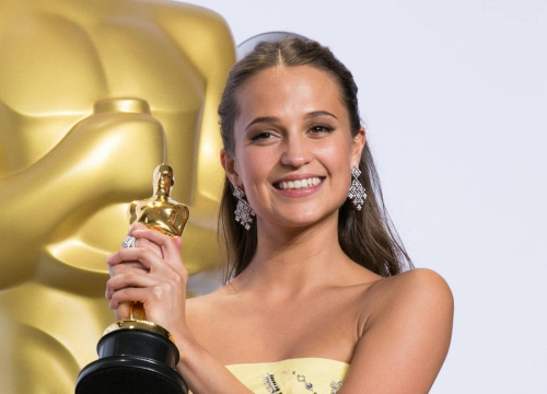 Alicia Vikander Won $2,200 In Roll Of The Dice