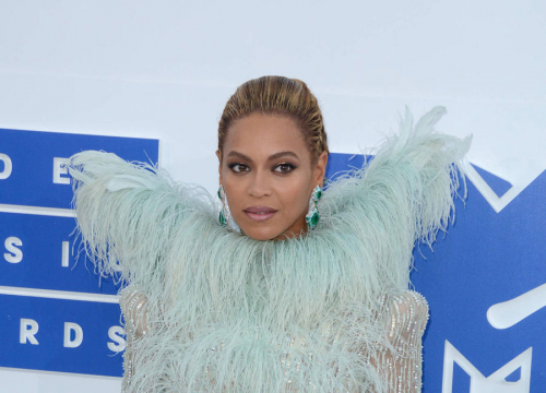 Beyonce Leads Tributes To Obama Family