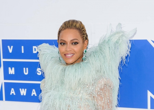 Beyonce And Justin Bieber Lead Mtv Ema Nominations