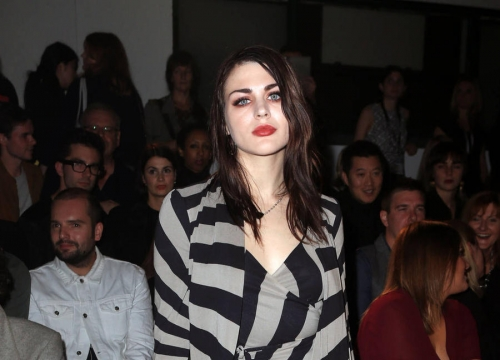 Frances Bean Cobain Ordered To Pay Estranged Husband Emergency Relief