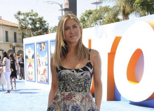 Jennifer Aniston Pokes Fun At Friends Character On Saturday Night Live